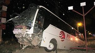 Feci kaza! Pamukkale Turizm'e ait yolcu otobüsü şarampole düştü