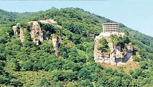İmar barışından yararlandı, kayanın üzerine otel dikti!
