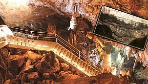 3 milyon yıllık mağara! Duvarları yazı tahtasına döndü