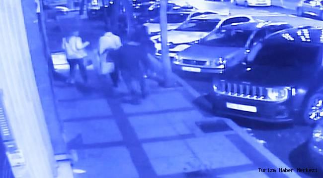 'Ben Mesihim' diyen kağıt toplayıcı İstanbul'un göbeğinde 3 turisti bıçakladı!