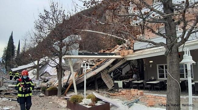 Dağ yamacındaki otel heyelan nedeniyle yıkıldı