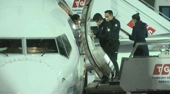 THY uçağında sigara içerken yakalandı!