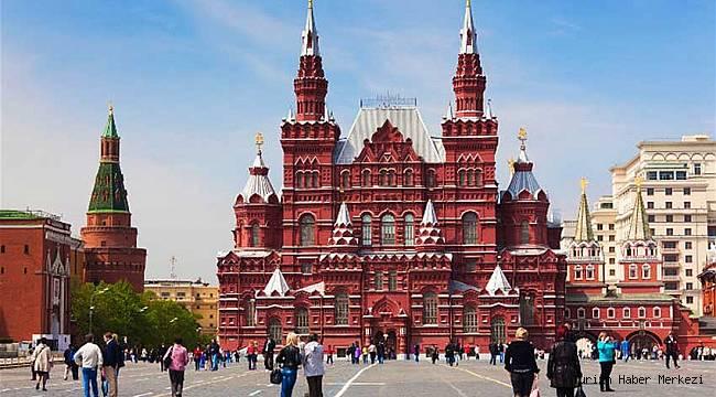 Rusya'da süresiz oturum izninin önü açılıyor! 3 bin 390 dolar maaş verilecek