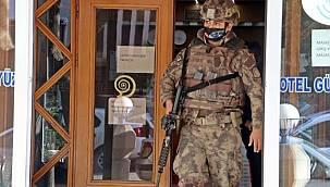 Antalya'daki otelin lobisinde sigara içen müşteriye özel harekat operasyon yaptı!