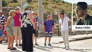Birkaç acenta daha ucuza tur çıkabilsin diye dil bilmeden turist rehberi olmak!