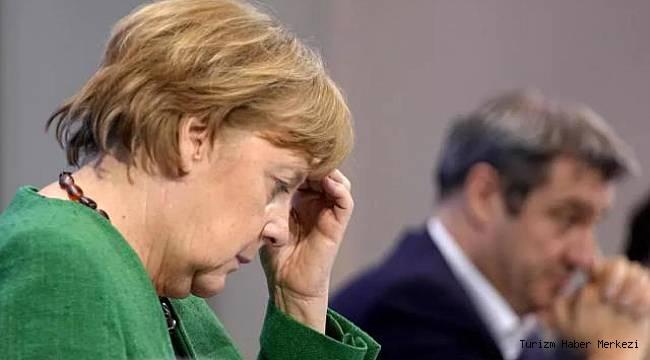 'Evde Kalıyoruz İlkesi' geçerli olacak diyen Merkel geri adım attı, özür diledi!