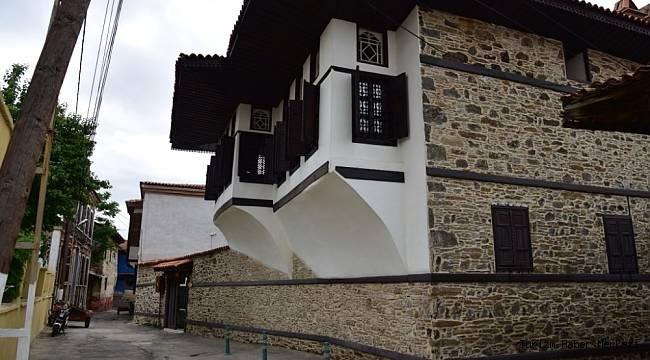 Restorasyonu biten tarihi evleri Belediye otel yapacak