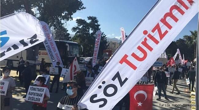 Turizmciler sokağa indi! 'Açlıktan ölüyoruz'