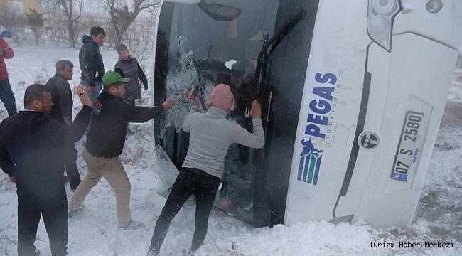 Konya'da iki tur otobüsü devrildi! Ölü ve yaralılar var