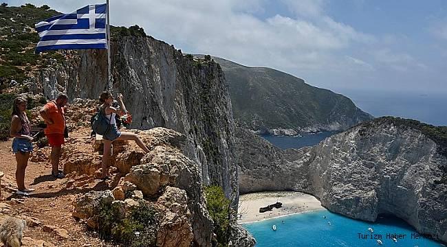 Yunanistan'dan flaş turizm adımı! Bazı ülkelere karantinayı kaldırdı