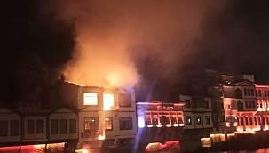 Fritöz açık unutuldu, otel olarak kullanılan 160 yıllık tarihi konak alev alev yandı