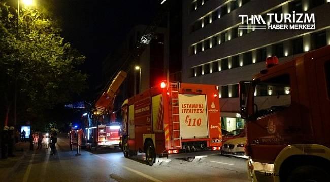 Otelin çatısına düşen havai fişek yangın çıkardı!