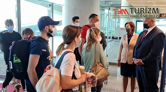 Sezonun ilk Ukraynalı turist kafilesi Dalaman'a geldi