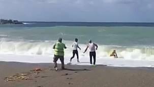 Yasağa rağmen denize girdi, boğulmaktan kurtarıldı, ceza yememek için kaçtı!