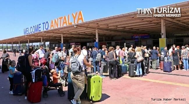 Antalya'ya gelen uçak ve turist sayısında rekor artış