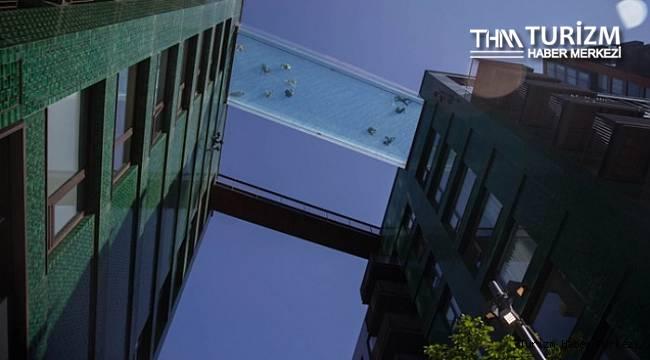Dünyanın ilk transparan gökyüzü havuzuna ziyaretçi akını