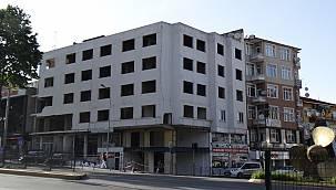 Yıkıldı yıkılacak! Otel binası kaderine terk edildi