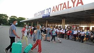 Antalya sezonu 8,5 milyon turistle kapatmayı hedefliyor