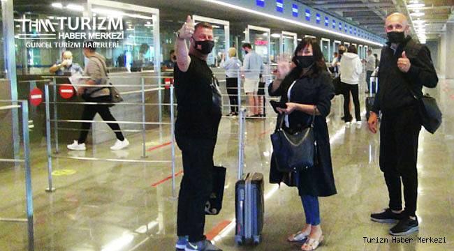 İngiliz turist sevinci! İlk kafile Dalaman'a geldi