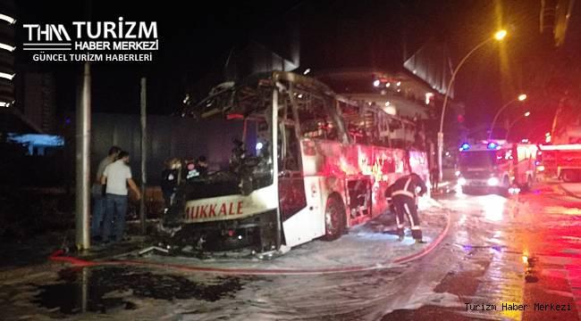 Kontrolden çıkan yolcu otobüsü alev alev yandı! Ölü ve yaralılar var