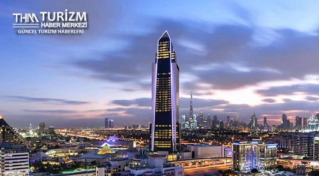 300 milyon dolara mal olan 75 katlı otelini açtı!