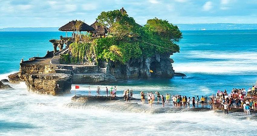 Dünyaca ünlü ada turist kabul etmeye başlıyor