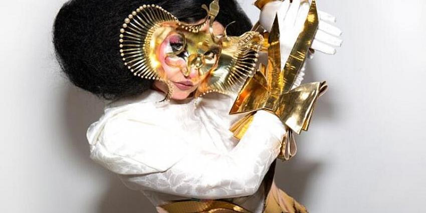 Björk ve Microsoft'tan yapay zeka ile otel lobisi müziği
