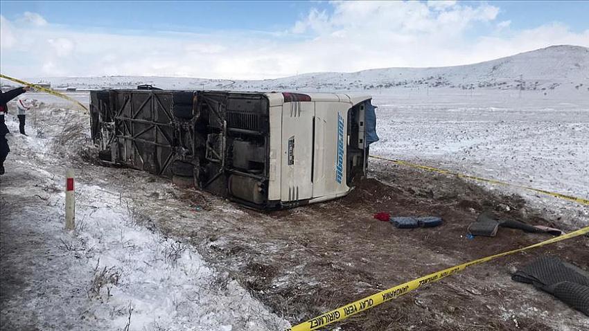 Feci kaza! Erciyes Kayak Merkezi'ne giden tur otobüsü devrildi!