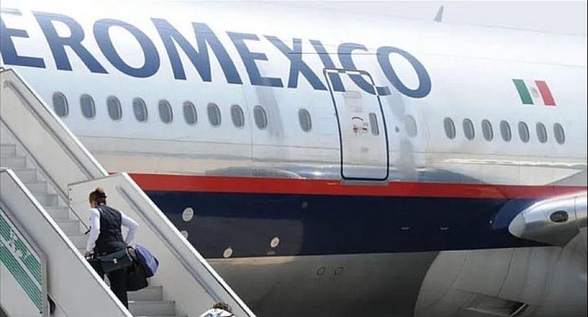 Uçağı bekleten bakan tepkiler üzerine istifa etti