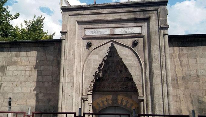 Sahibinden kiralık 586 yıllık medrese