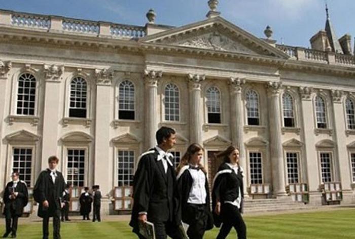 Sınavsız üniversitenin yolu İngiltere'den geçiyor