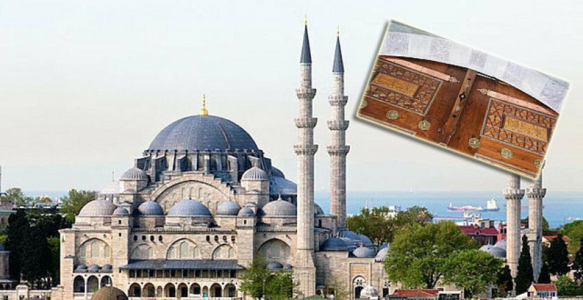 Süleymaniye Camii'nde restorasyon skandalı! Kapıdaki ayetler ters konulmuş