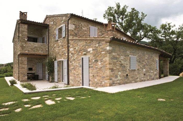 Tarihi taş evler sadece 1 euro bedelle satılıyor