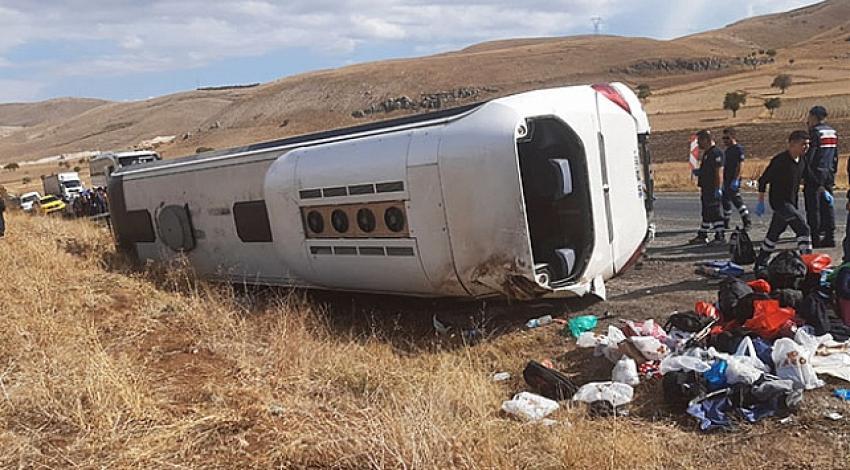 Afyonkarahisar'da tur otobüsü faciası! 1 ölü 30 yaralı