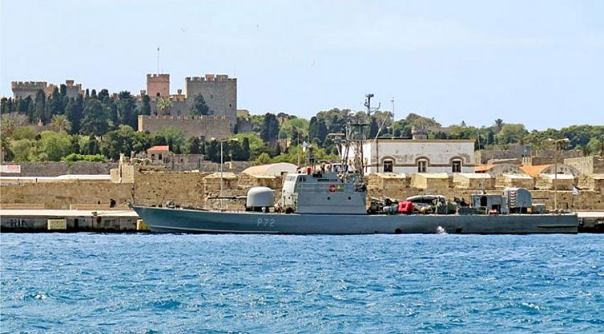 Donanmaya ait gemi göçmenlere otel olacak!